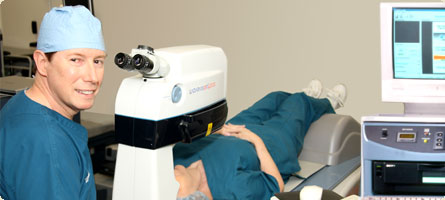 Dr William Boothe with the Alcon Ladar Vision 4000